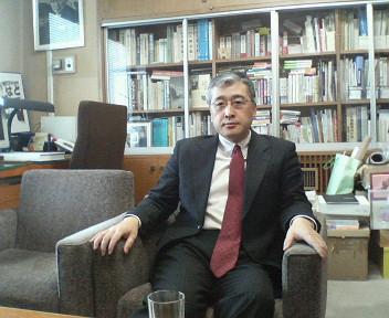 鳩山由紀夫の政策秘書・芳賀大輔氏は、現在行方不明・・・