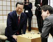 東京地検特捜部の事情聴取に多忙と言いながら、1月10日に囲碁の井山裕太名人と対局していた売国奴キムチ小沢一郎